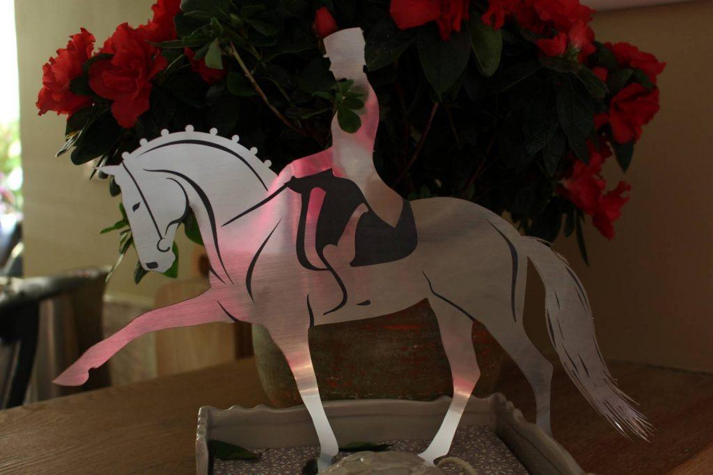 Kunstwerk laten maken, paard laten uitsnijden in metaal Antwerpen
