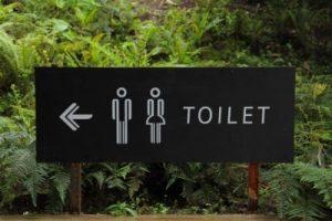 signalisatie toilet buiten